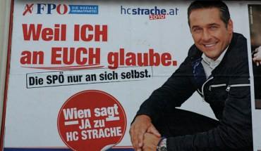 Heinz-Christian Strache wearing a brojanica, a Serbian prayer bracelet