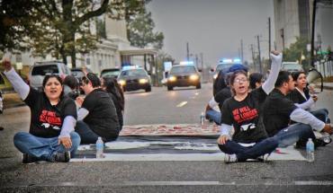 Undocumented immigrants protest Alabama's harsh new immigration law (Photo: Dreamactivist)