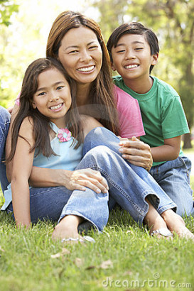 """FilAm children are """"more likely than white children"""" to have health insurance: study. (Photo: The Filam)"""