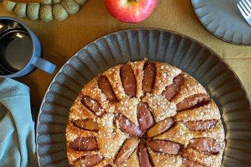 Äppelkaka på fat