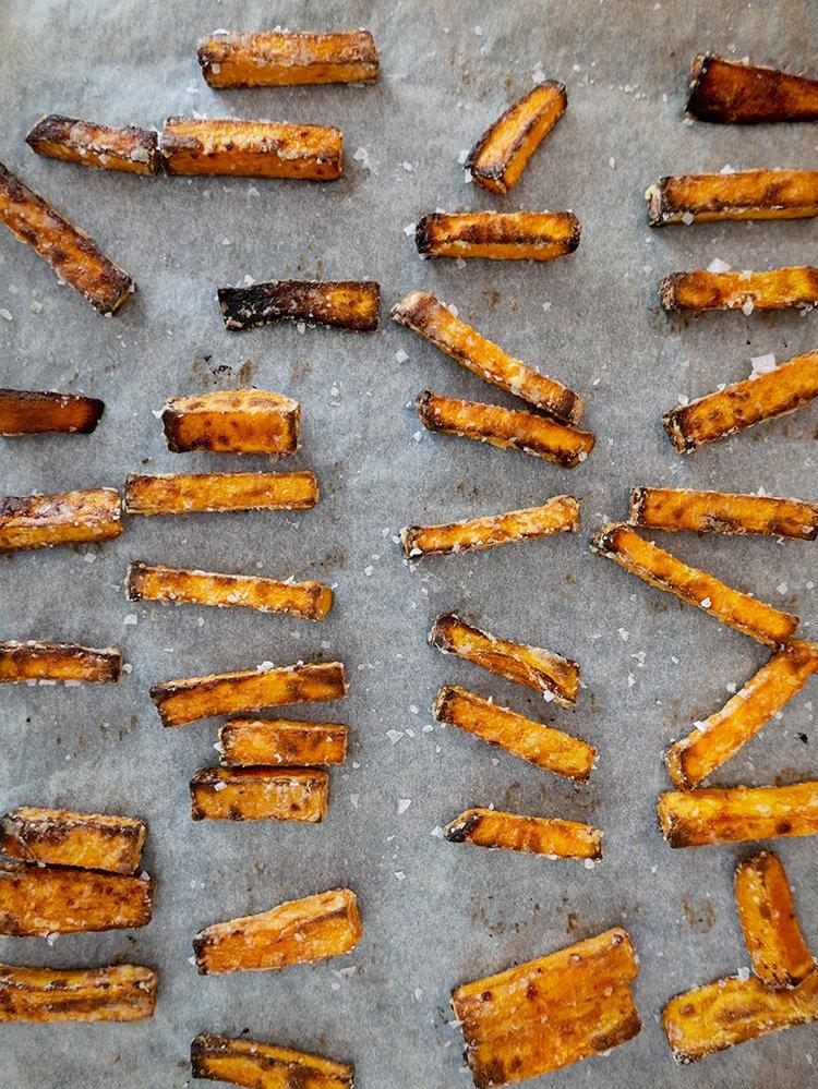 Sötpotatisfries på stekplåt