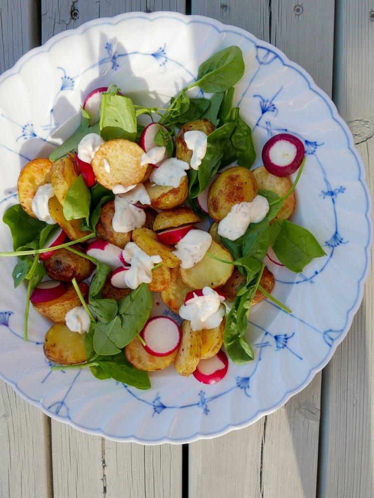 Rostad potatis med rädisor och senapssås_