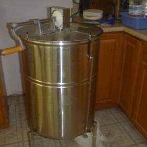 P1010198 honey extracter