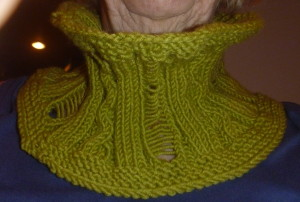 P1010988 cozy cowl green