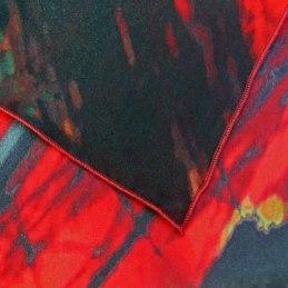 Ourlet roulotté machine sur foulard en soie pongé