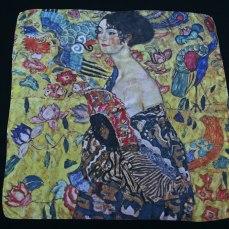 Pañuelo de seda Klimt dama con un abanico - Fibra Creativa