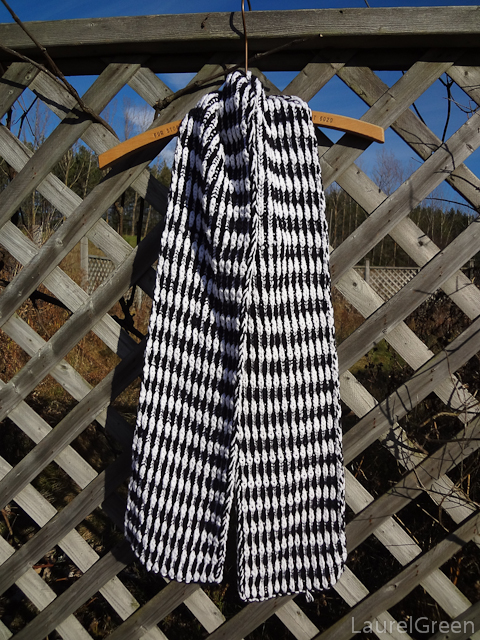 a photo of a scarf made with two-colour syncopated brioche stitch