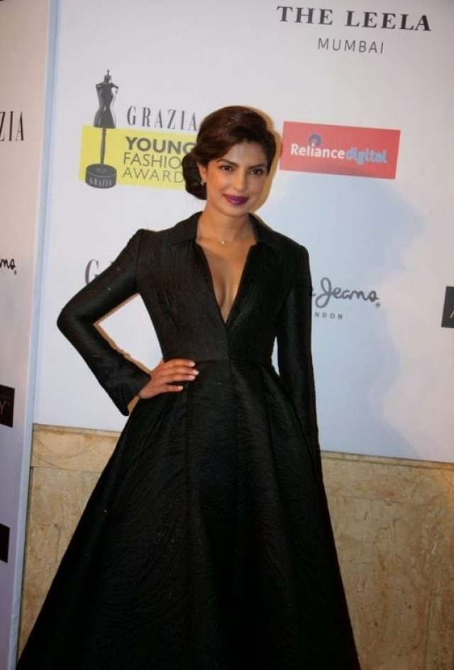 Priyanka Chopra Super Sexy Cleavage Show In Black Dress At Grazia Young Fashion Awards 2015 Red Carpet At Leela Hotel, Mumbai