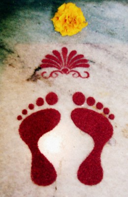 Known as 'Lakshmi Kadam' or 'Footprints of Goddess Lakshmi', they are considered very auspicious and are drawn as a symbol of the welcome of the Goddess in our lives and homes.