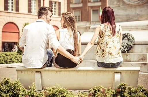 13 Signs that a Guy is Not Interested in you: Tips to Understand your Partner 1
