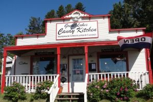 Great! Lakes Candy Kitchen on old HWY 61 - Weekend Guide to the North Shore with Kids