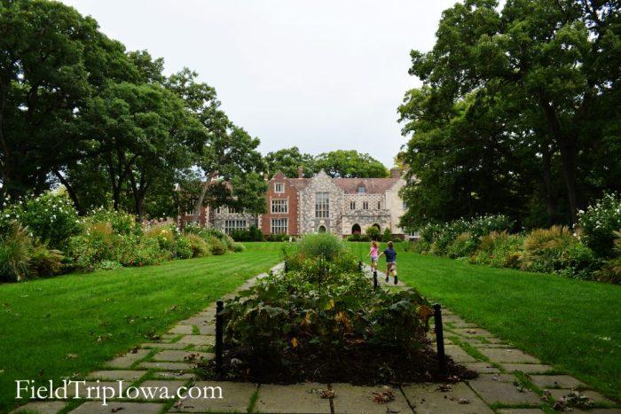 Salisbury House & Gardens children running on lawn