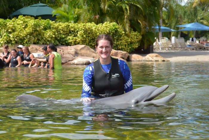 Blogger, Jen, with dolphin at Discovery Dove in Florida.
