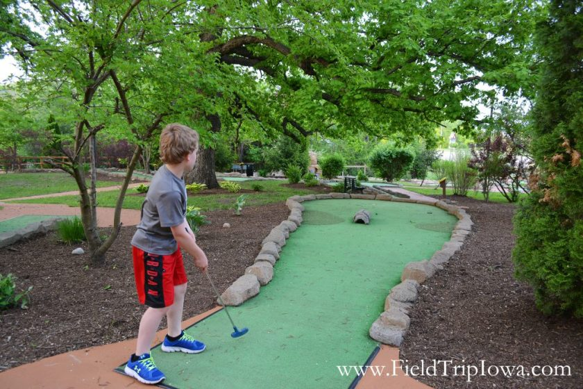 Boy playing mini golf at Grizzly Jack's Grand Bear Resort and Indoor Waterpark in Utica, IL