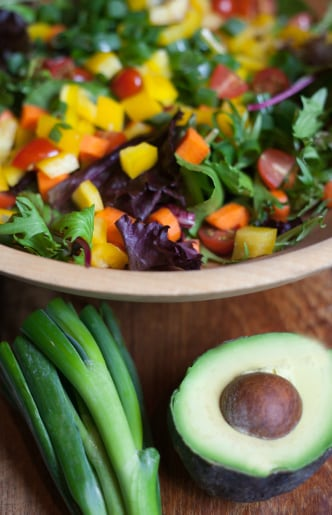 This crunchy, colorful, filling, but low-calorie salad is perfect for this time of year. (Photo: Carolyn lagattuta/Getty Images)