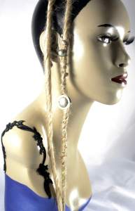 beaded blonde blend 24 inch synth dread accent