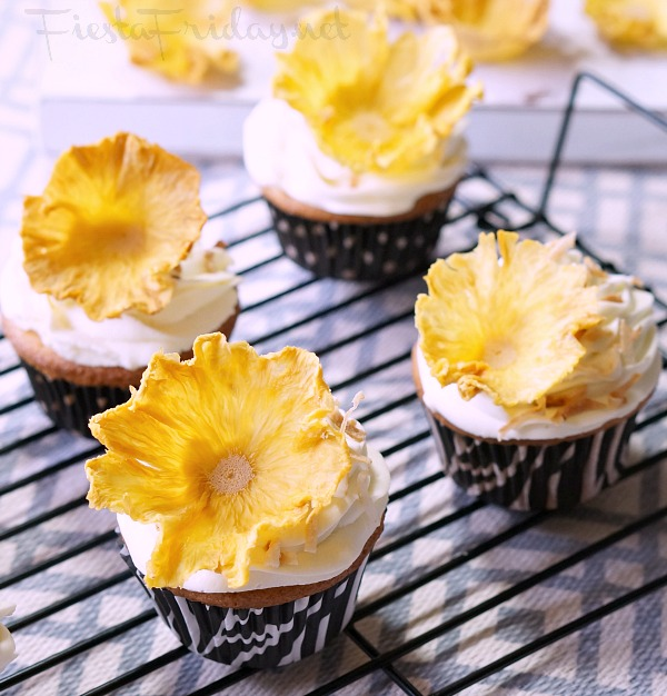pina colada cupcakes | fiestafriday.net
