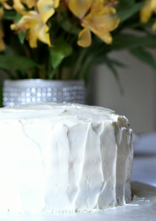 how to frost a cake   fiestafriday.net