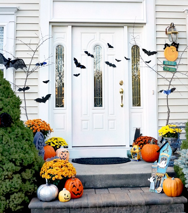 Halloween Door Decorations | FiestaFriday.net