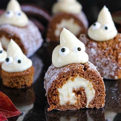 halloween-mini-pumpkin-rolls