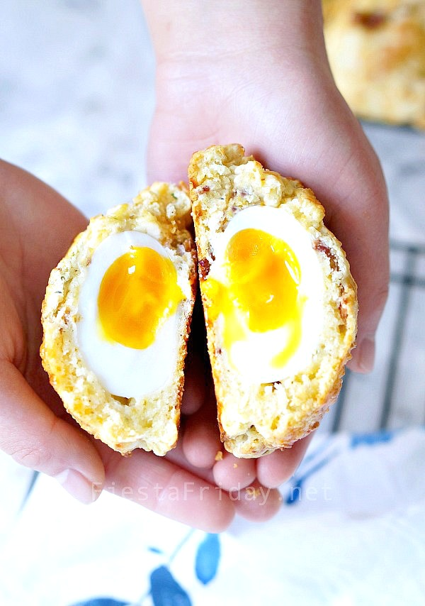 surprise-egg-in-a-biscuit   fiestafriday.net