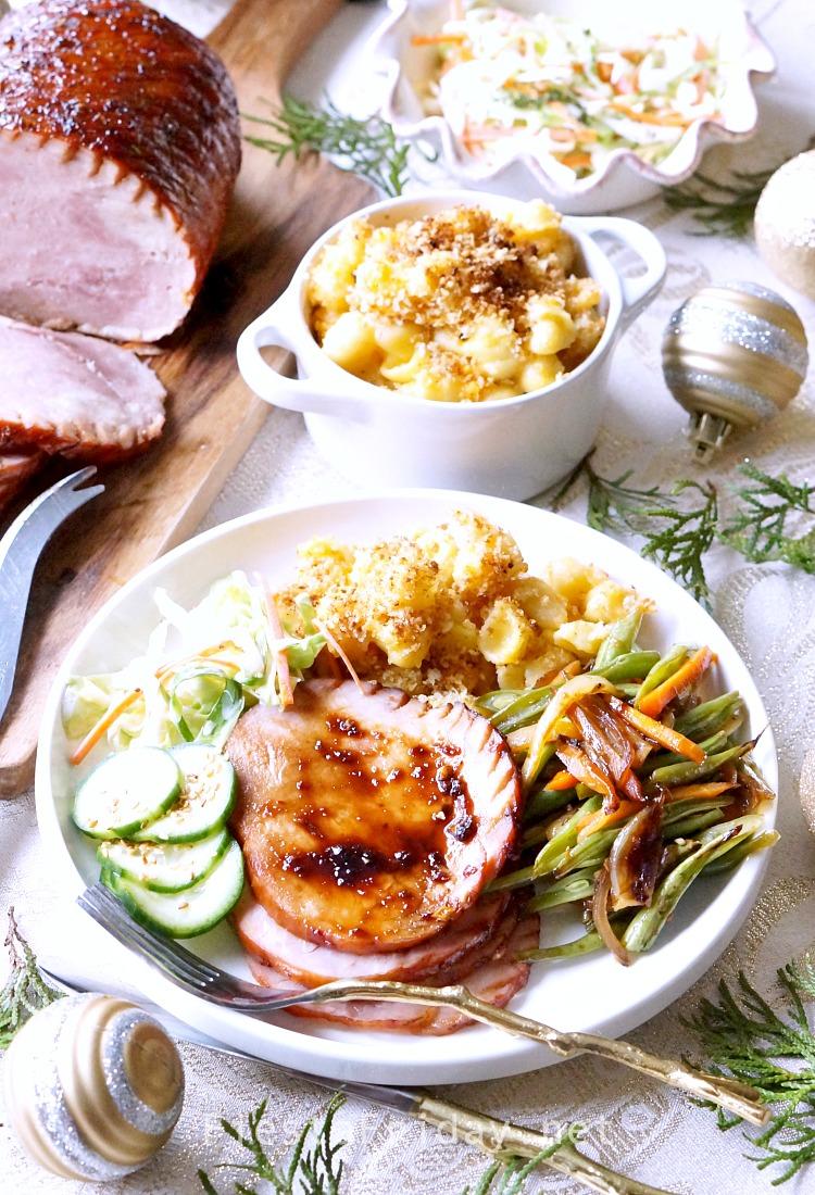 Christmas dinner with ham, mac n cheese, coleslaw, and stir-fried vegetables | fiestafriday.net