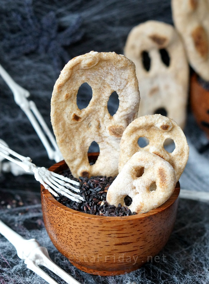 Halloween Flatbread | FiestaFriday.net