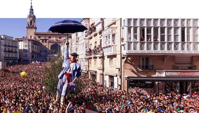 Bajada Celedón y chupinazo Fiestas Virgen Blanca Vitoria-Gasteiz Basque Country Spain País Vasco Euskadi