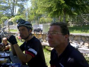 14juni2012_7_Arcinazzo Romano, luisterend maar Coks verhalen over de alternatieve elfstedentocht, 6 uur 40 ooit