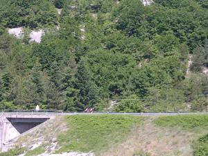 15juni2012_4_Campoli Appennino_Twee roze Schooreltjes in een immens landschap
