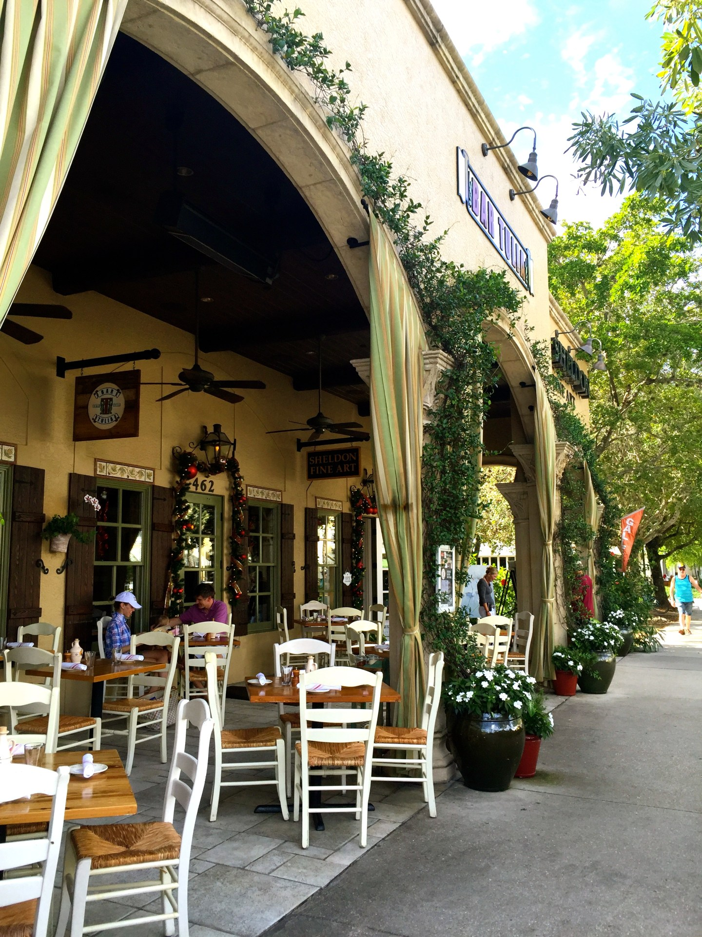 A Guide to Dining and Shopping in Naples, FL