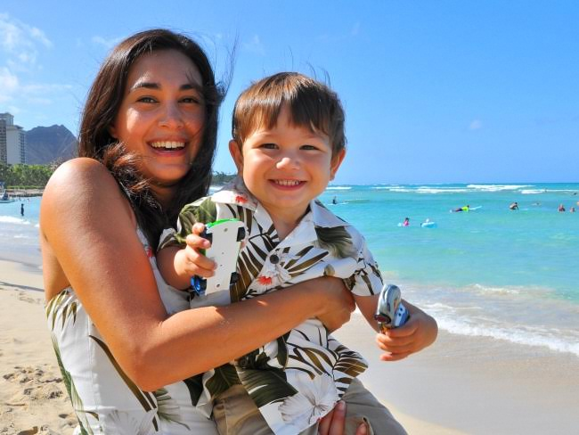 Family summer vacation in Oahu Hawaii with Piccolo Explorer.