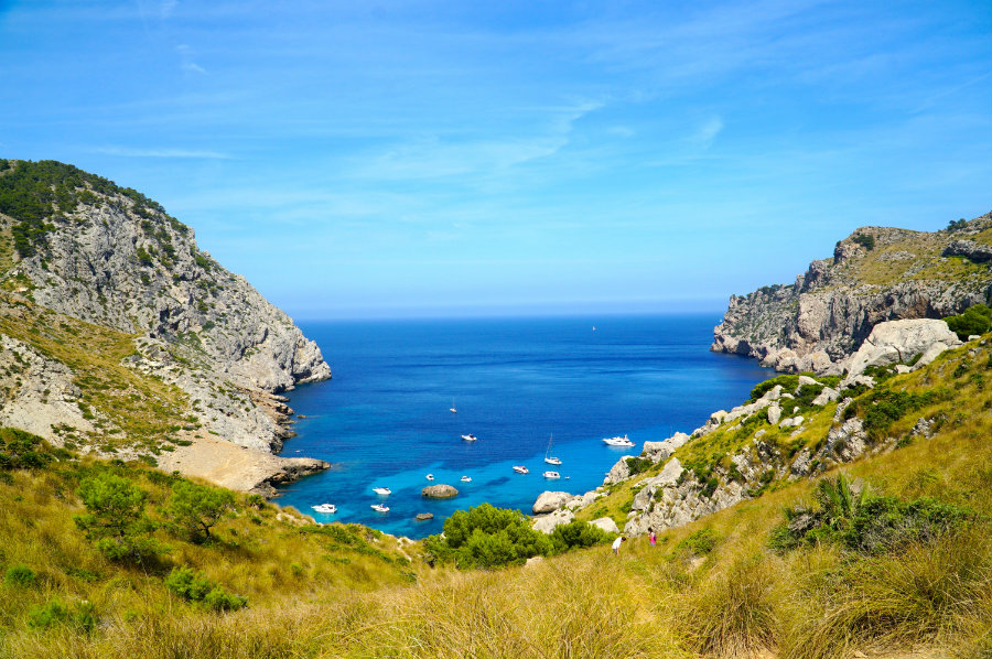 The hike down to Cala Figuera in Mallorca
