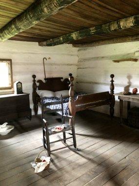 Hermitage-slave-cabin