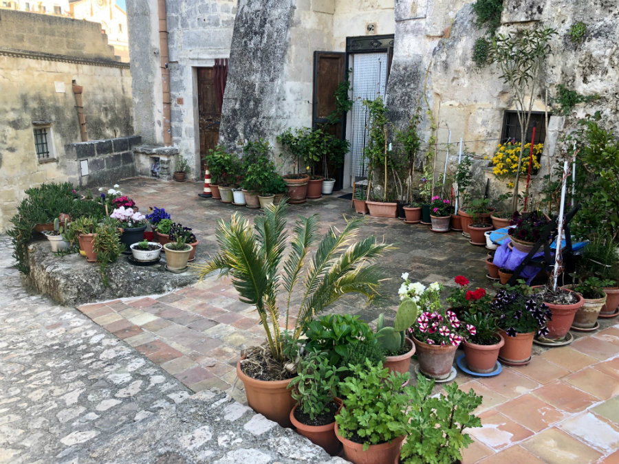 Matera home with flowers