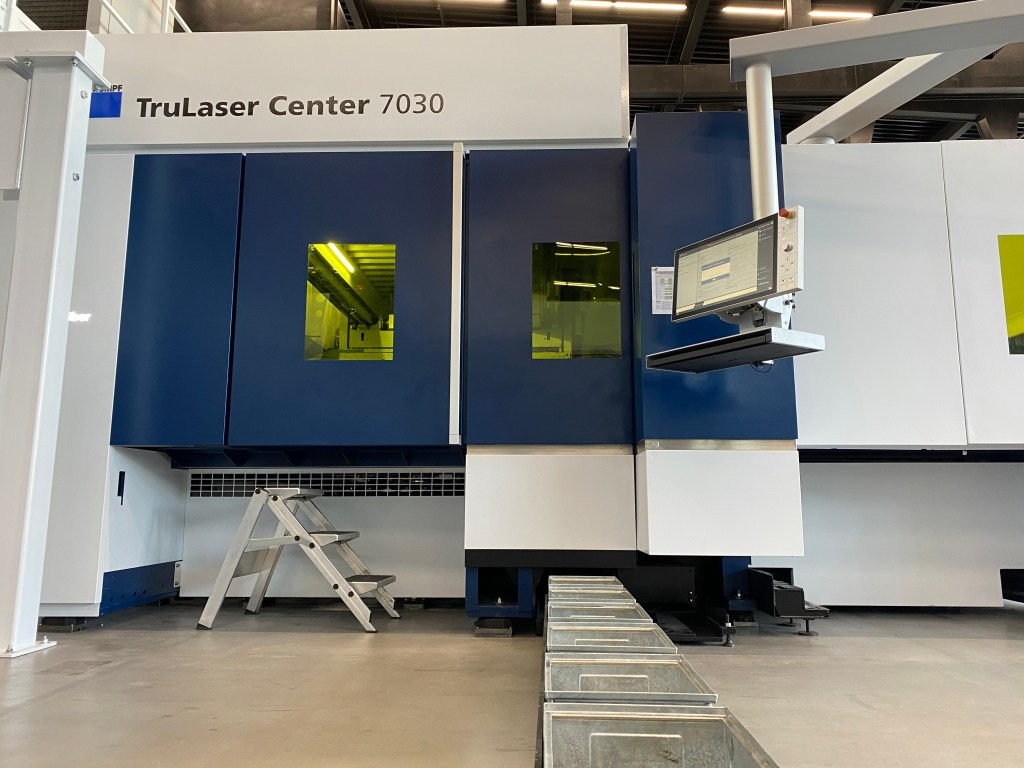Trumpf TruLaser Center 7030 with pull-out bins