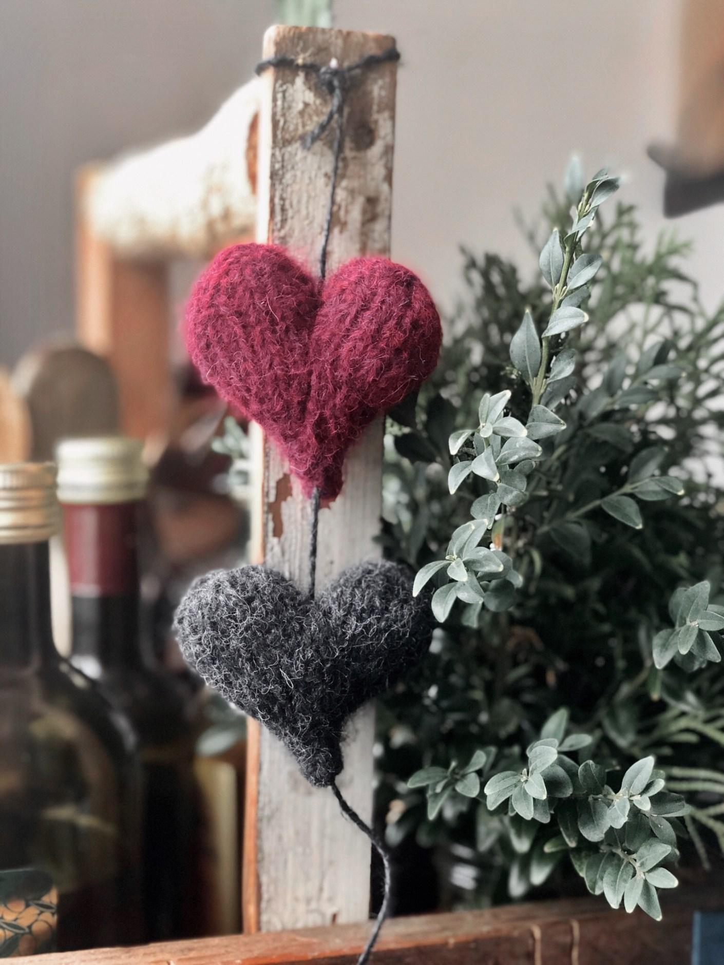 Strikkede julehjerter