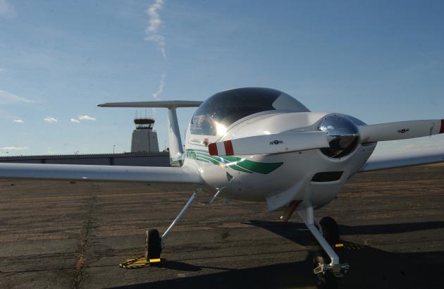 A Diamond DA-20 aircraft awaits students