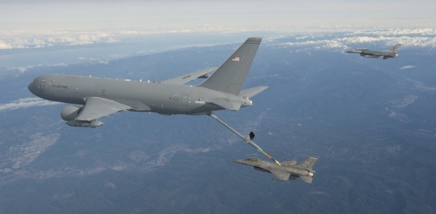 A Boeing KC-46A Pegasus tankers conducts its very first refueling with an F-16C. (Photo by Paul Weatherman/Boeing)