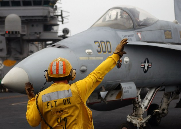 Ask A Fighter Pilot: Hand Signals On The Flight Deck! | Fighter Sweep
