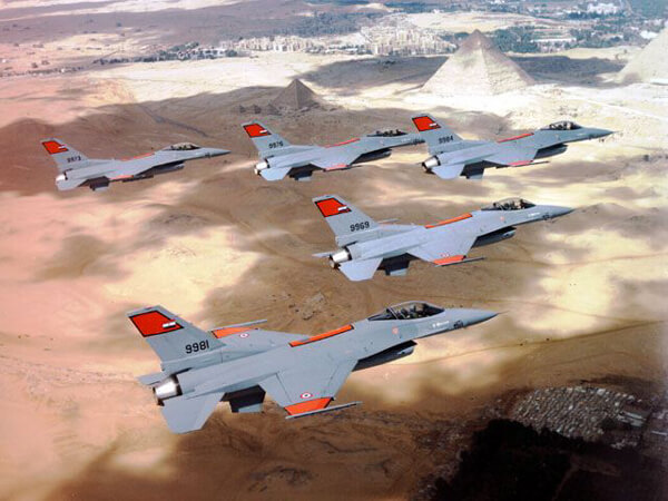 Egyptian Air Force Block 40 F-16Cs flying over the pyramids at Giza. (Photo courtesy of F-16.net)