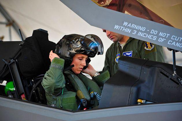 First_female_F-35_pilot_begins_training