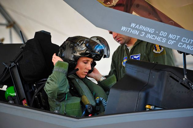 First_female_F-35_pilot_begins_training