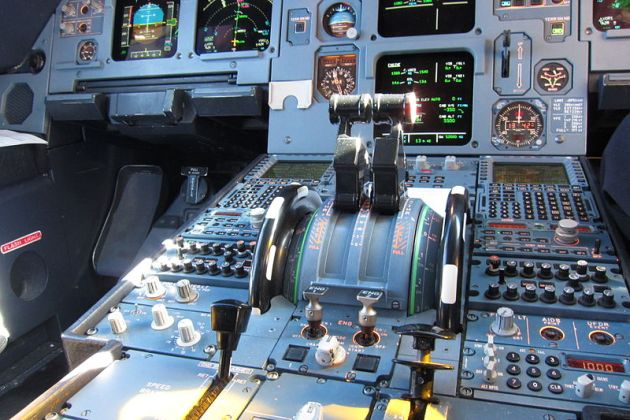 Thrust_levers_of_an_Airbus_A320