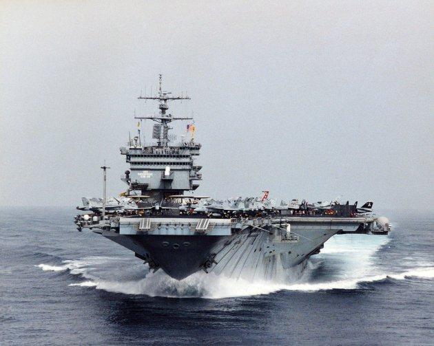 USS_Enterprise_(CVN-65)_high_speed_bow_view