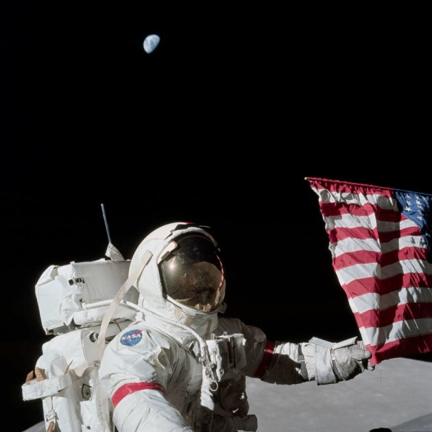 gene-cernan-apollo-17-flag