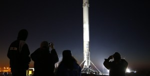 spacex-falcon-9-barge-port-of-los-angeles