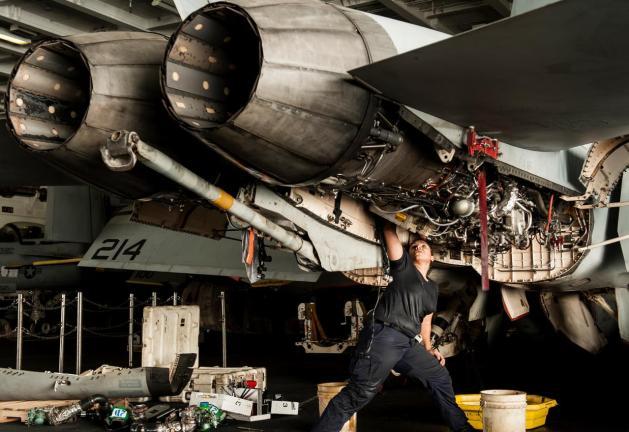 FA-18F-Super-Hornet-Maintenance