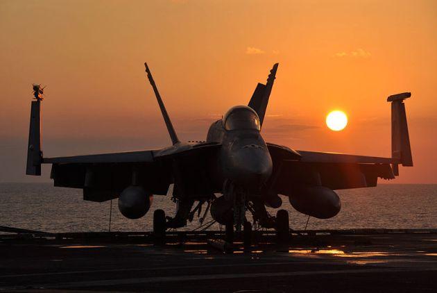 F_A-18E_Super_Hornet_aircraft-sunset