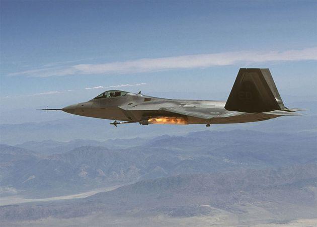 F-22_fires_AIM-9